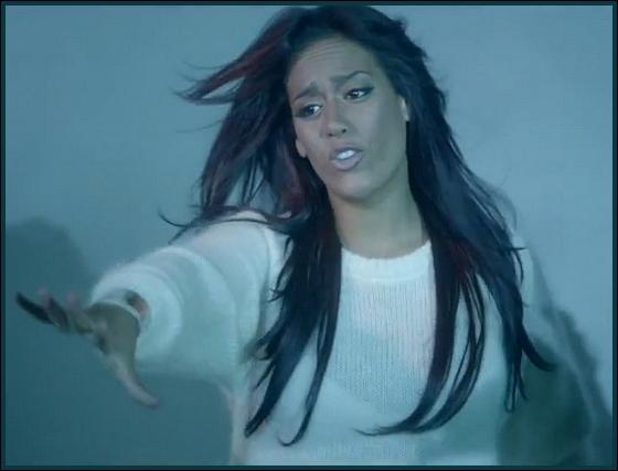 Quelle est la chanson de ce clip chantée par Amel Bent ?