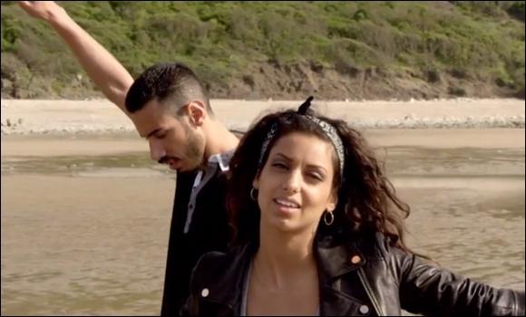 Comment se nomme la chanson de ce clip chantée par Tal et Canardo ?