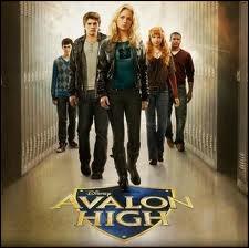 Le téléfilm Disney Channel  Avalon high  sorti en 2011 a été tiré d'un livre. Qui est son auteur ?