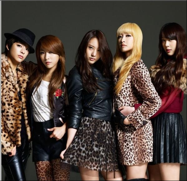 De quel groupe est-elle la chanteuse principale ?