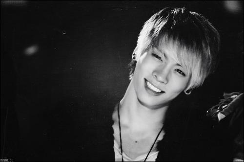 JongHyun est le chanteur principal de :