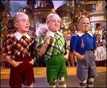Ces petits bonshommes vivent au pays d'Oz, et ont accueilli Dorothy et ses amis. Ce sont ?