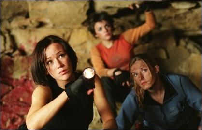 Dans  The Descent , combien de personnes descendent dans la grotte ?