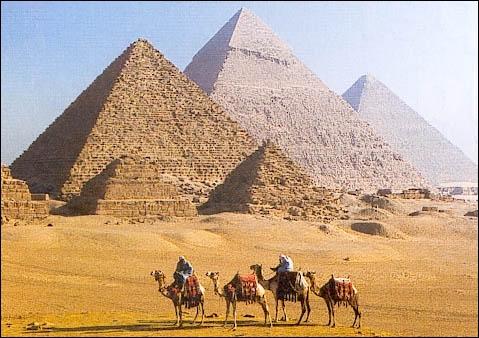 Comment appelle-t-on les trois pyramides ?