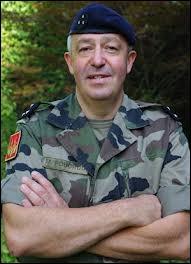 Un commandant (chef de bataillon ou d'escadron[s]) est un ?