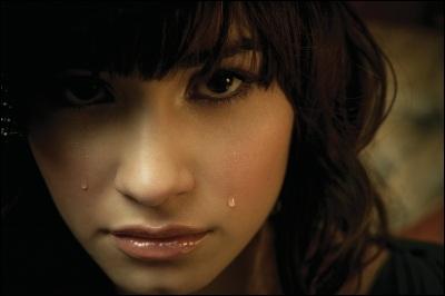 Quand Demi était jeune, par qui se faisait-elle harceler ?