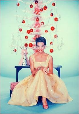 Une photo de noël classique, pour cette immense star des années d'or de Hollywood, l'actrice mais surtout très grande danseuse... ?