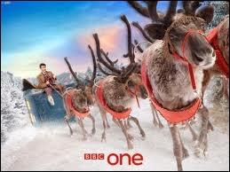 Voici une très belle affiche publicitaire de la BBC, pour un héros qui prend ici la place du père noël dans son traineau. Qui est-il ?