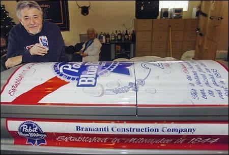 Ce cercueil est tout désigné pour accompagner le précédent. Et on peut dire du futur résident du cercueil qu'il a été mis en...