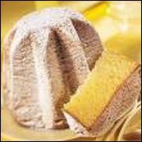 Il s'agit d'un gâteau doré en forme d'étoile ou de sapin de Noël, parfois saupoudré de sucre pour ressembler aux pics enneigés des sapins.