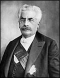 Socialiste indépendant, de plus en plus orienté à droite, il démissionne au bout de quatre ans, à la suite de la victoire du Cartel des gauches aux élections législatives de 1924. C'est...