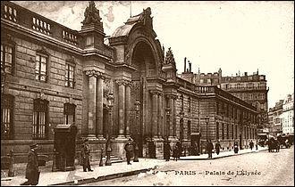 Qui fut le premier président de la République à demeurer à l'Élysée ?