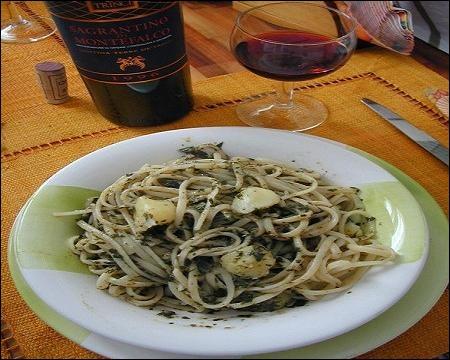 La préparation traditionnelle est au  pesto , avec des légumes ou encore avec du poisson.