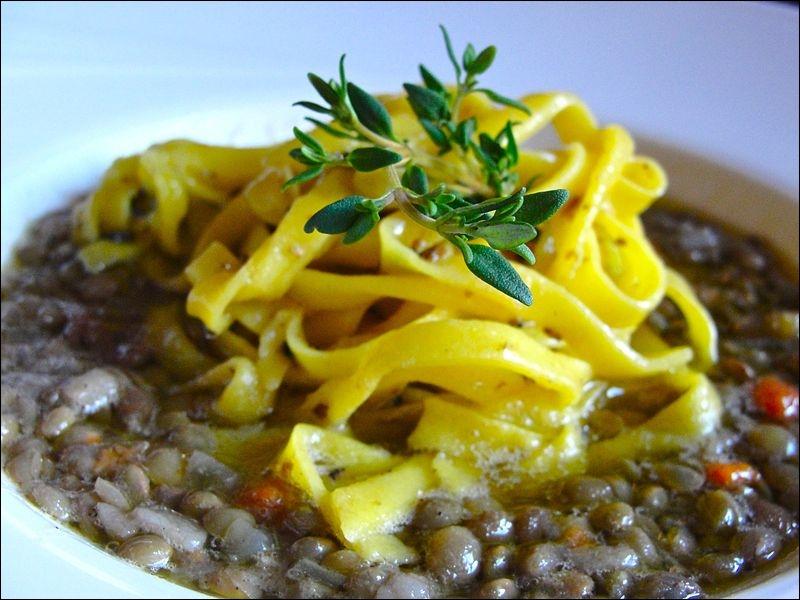 La forme est très semblable à celle des lacets. Elles sont traditionnellement servies avec des truffes noires.