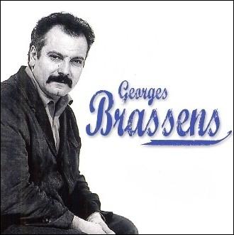 Sur quelle partie du corps se tapent fort,   Les copains d'abord   de Georges Brassens ?