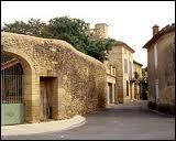 Je quitte le département du Gard par la commune de Vers-Pont-du-Gard, où les habitants portent le nom de ...
