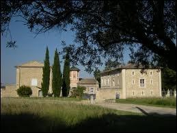 Je commence par une visite de la commune d'Aigues-Vives, où les habitants se nomment les ...