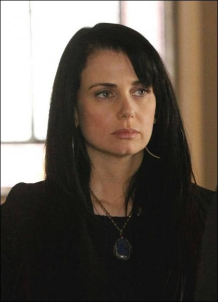 Isobel est devenue vampire grâce au sang de :