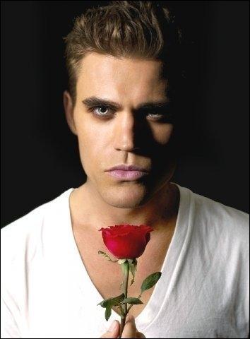 Stefan est devenu vampire grâce au sang de :