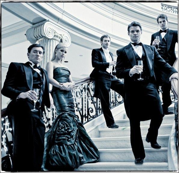 Klaus, Rebekah, Elijah, Finn, Kol et Mikael sont devenus vampires grâce au sang de :