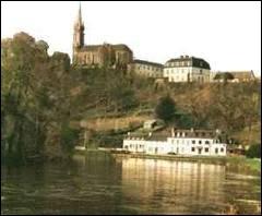 Nous nous rendons ensuite à Châteauneuf-du-Faou. Les habitants de cette commune Bretonne sont les ...