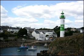 Nous sommes à présent dans le Port de Doëlan, qui fait partie de la commune de Clohars-Carnoët, dont les habitants se nomment les ...