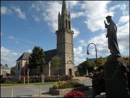 Retournons sur le continent et rendons-nous à Kersaint-Plabennec, commune Finistérienne où les habitants se nomment les ...