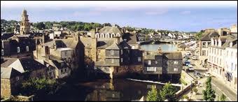 Nous allons visiter la ville de Landerneau. Comment se nomment ses habitants ?