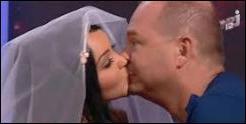 Quel célèbre animateur a-t-elle embrassé sur la bouche en direct dans son émission ?