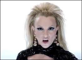 Qui est cette blonde qui a récemment chanté en duo avec Will. i. am ?
