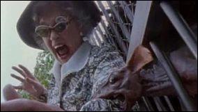 En 1992, Peter Jackson met en scène en Nouvelle-Zélande, un singe-rat malade qui va contaminer une mère tyrannique :