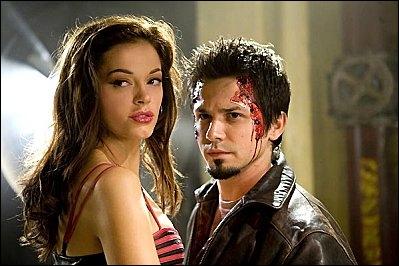 En 2007, Robert Rodriguez réalise un film de zombies avec Rose McGowan :