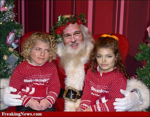 C'est une photo montage, issue d'un concours sur le net pour réaliser des Pères Noël à partir de personnages connus. Celle-ci est plutôt amusante, car Brad Pitt a deux enfants sur ses genoux...