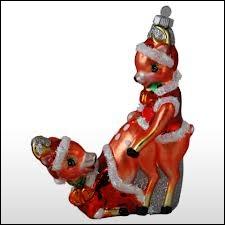 On trouve de tout dans les décorations de Noël et pour toutes les circonstances. On peut penser que les personnages ici sont innocemment placés, mais voici donc un couple...