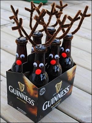 N'est-ce pas tout mignon de transformer ainsi en rennes au nez rouge des bouteilles de bière ? Au fait, le seul renne au nez rouge du Père Noël, c'est ?