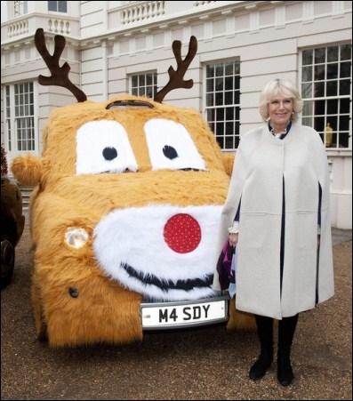 Quelle personnalité est donc amenée à poser avec un taxi déguisé en renne ?