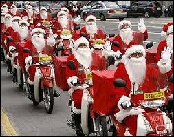 Encore un regroupement de Pères Noël, qui exercent leur vrai métier, mais de qui s'agit-il à votre avis ?