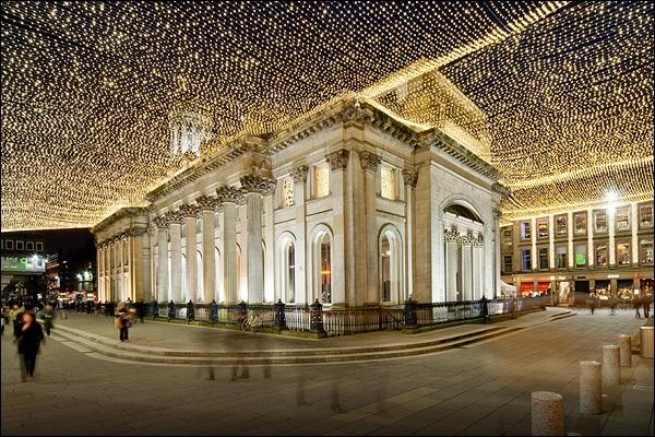 Ces décorations si éclatantes se trouvent au nord, dans la ville d'Ecosse la plus grande et la plus peuplée, qui est ?