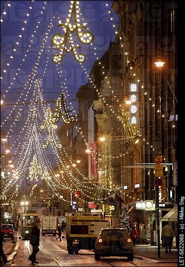 Ces délicates décorations de Noël se trouvent dans la capitale qui honore le musicien Sibelius. On est à ?
