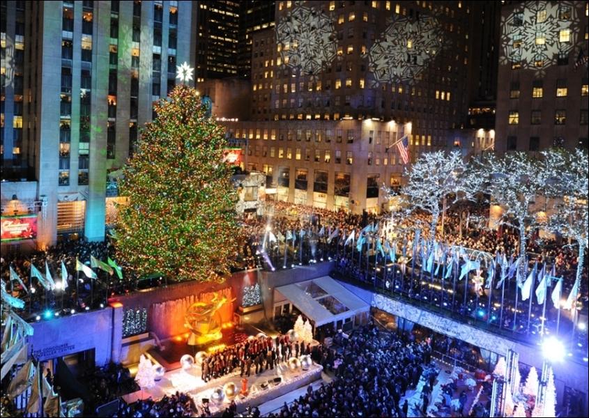 Dans quelle ville se trouve ce sapin géant et ces décorations de Noël ?