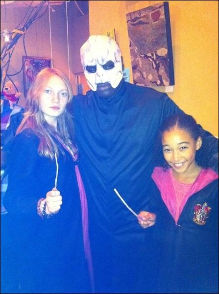 Quand Harry Potter s'invite aux Hunger Games... On a faillit marcher, mais on vous a reconnu ! Qui se cache sous ces déguisements de sorciers ?