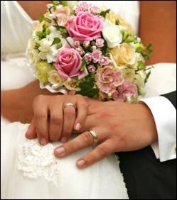 La conversation va bon train entre nous. Nous échangeons des propos légers. Mariés depuis 25 ans, Alesia et Rob Conover ont décidé de renouveler leurs vœux dans un lieu insolite. Lequel ?