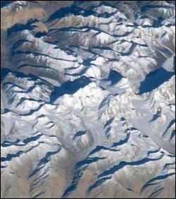 Qui vient de se mettre le Népal à dos en confondant l'Everest, le plus haut sommet du monde, avec une montagne indienne ?
