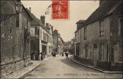 Vous avez traversé la France pour le seul plaisir de chercher des choses insolites. Ces espadrilles du magasin de la rue Panard, Courville-sur-Eure, vous plaisent beaucoup. Où se situe-t-il ?