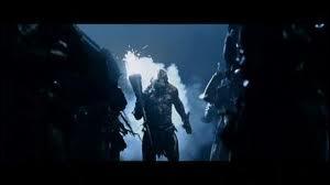Durant la bataille du Gouffre de Helm, combien de flèches Legolas gaspille-t-il en voulant tuer le Berserker ?