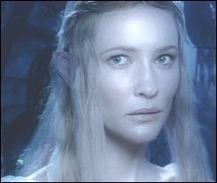 Dans quel film entend-t-on Galadriel dire  En son coeur, Frodon commence à percevoir que la quête lui coûtera la vie.   ?