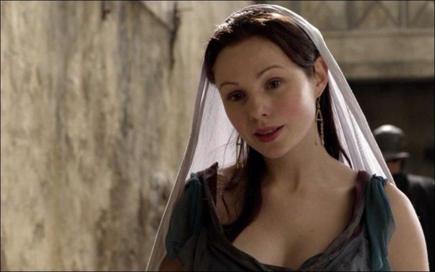 Comment se nomme la femme de Varro ?