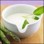 Dans une recette, on peut lire :  Incorporez le fromage râpé, mélangez bien, rectifiez l'assaisonnement […] Ensuite vannez la sauce pour […] et laissez-la refroidir.  . Que signifie ce verbe  vanner  ?