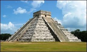 La pyramide de Kukulcan à Chichén Itzá a été surnommée ''El Castillo'' . Combien compte-t-elle de marches ?