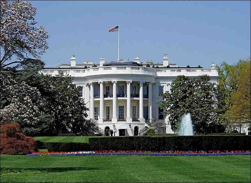 Quelles sont les couleurs du drapeau de la ville de Washington D. C. ?